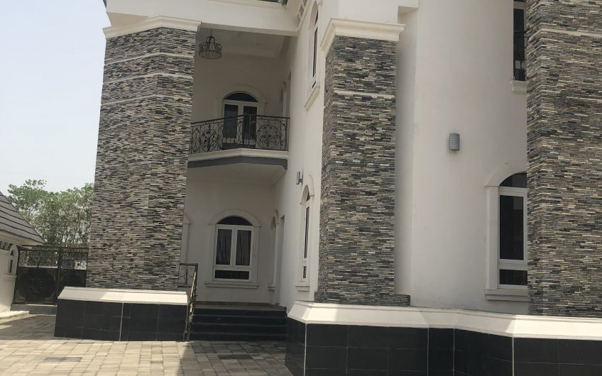 Beautiful Custom-Built 7 Bedroom Duplex