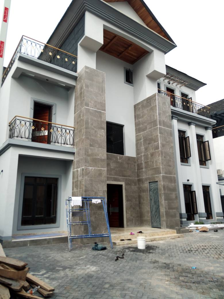 meticulously constructed 6 bedroom duplex