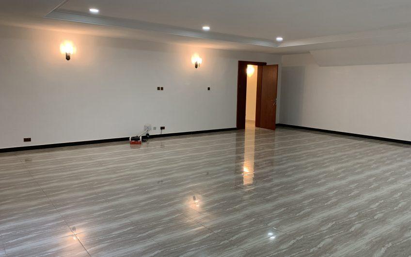 Luxurious 6 bedroom detached duplex