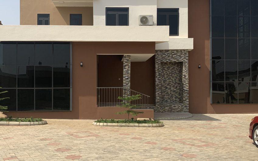 Scintillating 5 bedroom detached duplex