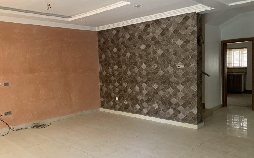 lovely 4 bedroom terraced duplex
